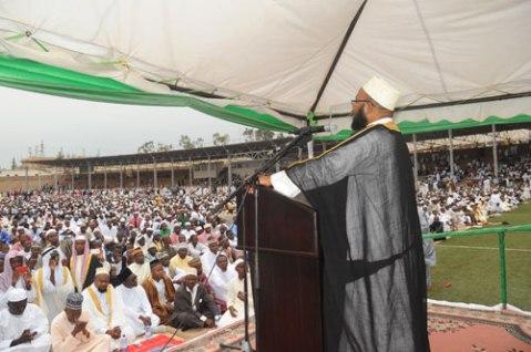 Mufti Gahutu imbere y'imbaga y'Abayisilamu