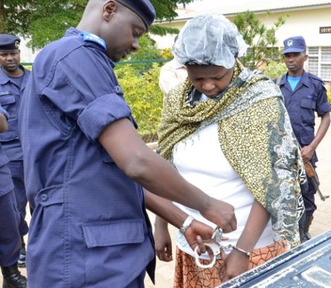 Mukeshimana M. Claire ashyikirizwa Polisi y'u Rwanda
